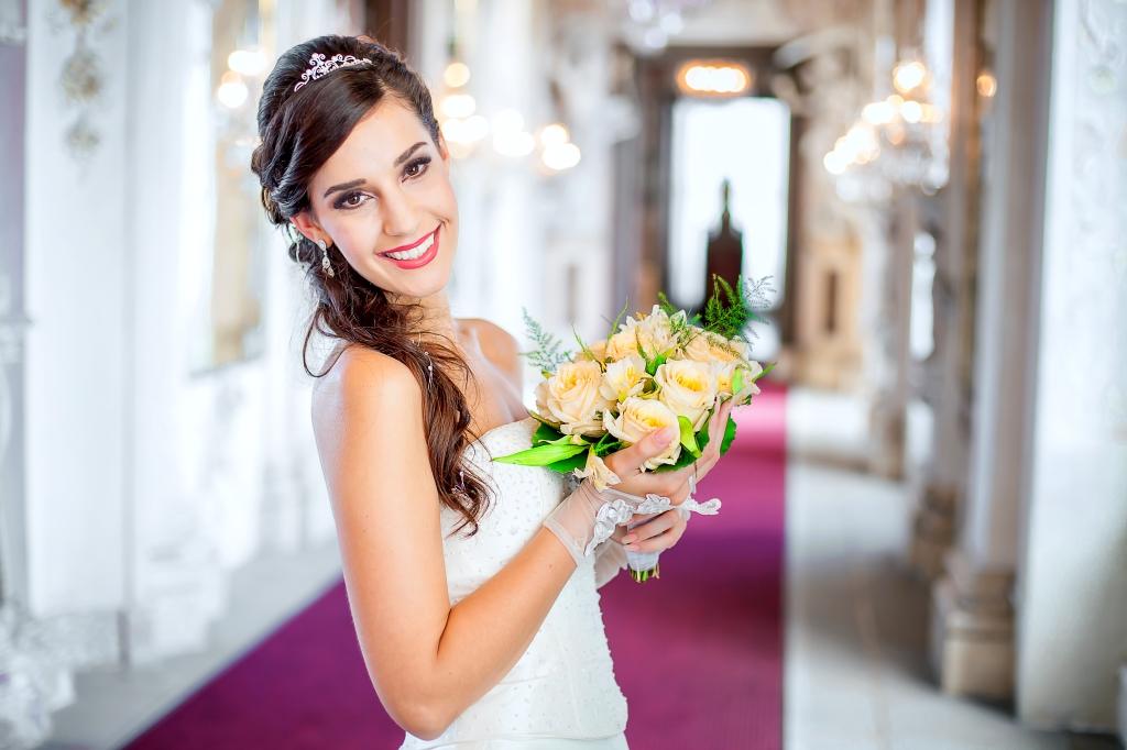 Sabrina Flaig ist Ihre Hair & Make up Artitisin in Heilbronn, wenn es um das perfekte Brautstyling geht.